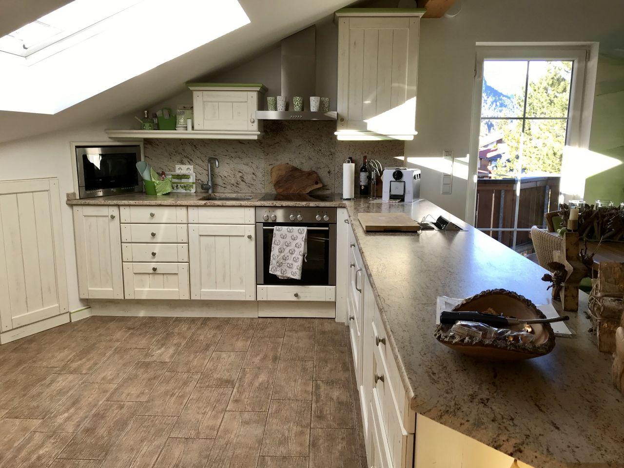 immobilien garmisch partenkirchen zauberhafte dachgeschoss wohnung mit grandiosem bergblick. Black Bedroom Furniture Sets. Home Design Ideas